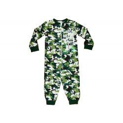 Terepmintás belül bolyhos fiú overálos pizsama