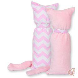 BabyLion Prémium ölelő cica - Rózsaszín cikk-cakk
