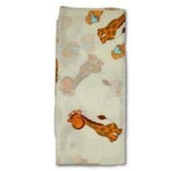 New Baby pamut pelenka nyomtatott mintával fehér zsiráffal